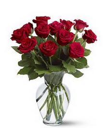 Rize 14 şubat sevgililer günü çiçek  cam yada mika vazoda 10 kirmizi gül