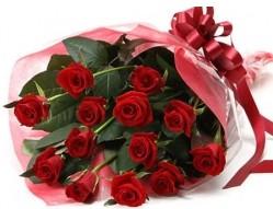 Rize hediye çiçek yolla  10 adet kipkirmizi güllerden buket tanzimi