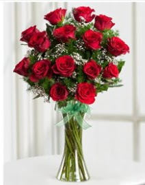 Cam vazo içerisinde 11 kırmızı gül vazosu  Rize hediye çiçek yolla