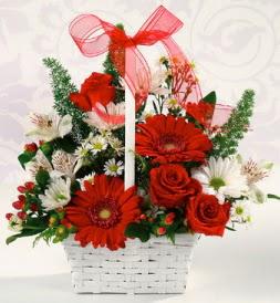 Karışık rengarenk mevsim çiçek sepeti  Rize çiçek gönderme sitemiz güvenlidir