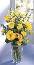 Rize çiçek gönderme  sari güller ve gerbera cam yada mika vazo