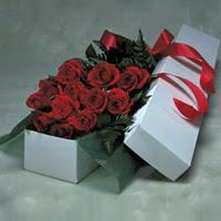 Rize çiçek gönderme  11 adet gülden kutu