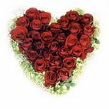 kalp biçiminde 15 gülden   Rize çiçek siparişi vermek