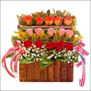 sandikta 3 kat güllerden   Rize çiçek satışı