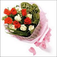 5 kirmizi 5 beyaz güllerden   Rize çiçek gönderme