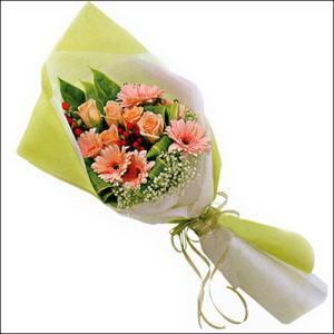 sade güllü buket demeti  Rize yurtiçi ve yurtdışı çiçek siparişi