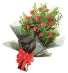 12 adet kirmizi gül buketi   Rize yurtiçi ve yurtdışı çiçek siparişi