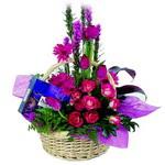 çikolata ve sepette çiçek   Rize 14 şubat sevgililer günü çiçek