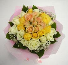 sari ve beyaz gül karisimda   Rize çiçek mağazası , çiçekçi adresleri
