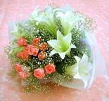 Rize anneler günü çiçek yolla  lilyum ve 7 adet gül buket