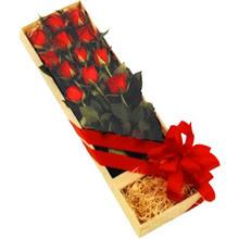 kutuda 12 adet kirmizi gül   Rize anneler günü çiçek yolla
