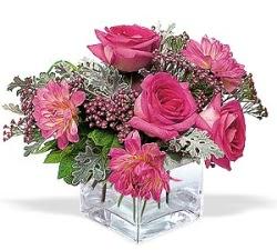 Rize çiçek satışı  cam içerisinde 5 gül 7 gerbera çiçegi