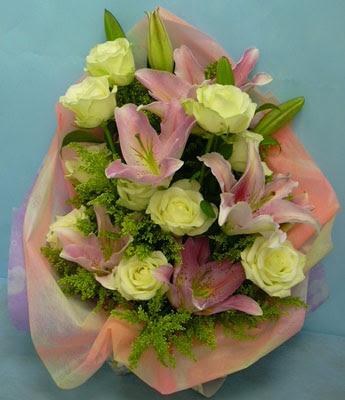 11 adet gül ve 2 adet kazablanka buketi  Rize çiçek yolla , çiçek gönder , çiçekçi