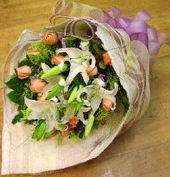 Rize çiçek yolla , çiçek gönder , çiçekçi   11 ADET GÜL VE 1 ADET KAZABLANKA