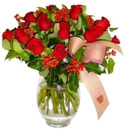 Rize yurtiçi ve yurtdışı çiçek siparişi  11 adet kirmizi gül  cam aranjman halinde