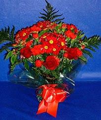 Rize güvenli kaliteli hızlı çiçek  3 adet kirmizi gül ve kir çiçekleri buketi