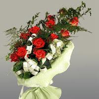 Rize kaliteli taze ve ucuz çiçekler  11 adet kirmizi gül buketi sade haldedir