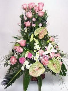 Rize kaliteli taze ve ucuz çiçekler  özel üstü süper aranjman