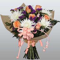 güller ve kir çiçekleri demeti   Rize İnternetten çiçek siparişi