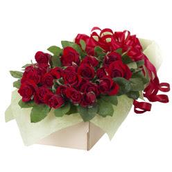 19 adet kirmizi gül buketi  Rize çiçek siparişi vermek