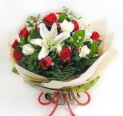 güller ve kazablanklardan görsel bir buket  Rize çiçek yolla , çiçek gönder , çiçekçi