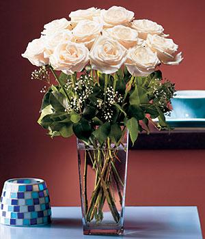 Rize çiçekçi mağazası  Cam yada mika vazo içerisinde 12 gül