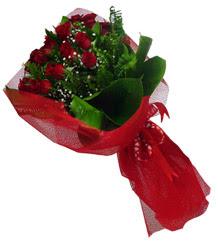 Rize 14 şubat sevgililer günü çiçek  10 adet kirmizi gül demeti