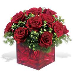 Rize anneler günü çiçek yolla  9 adet kirmizi gül cam yada mika vazoda
