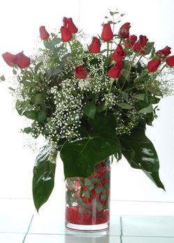 Rize çiçek siparişi vermek  11 adet kirmizi gül ve cam yada mika vazo tanzim