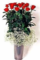 Rize çiçekçi telefonları  9 adet kirmizi gül cam yada mika vazoda