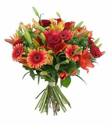 Rize hediye sevgilime hediye çiçek  3 adet kirmizi gül ve karisik kir çiçekleri demeti