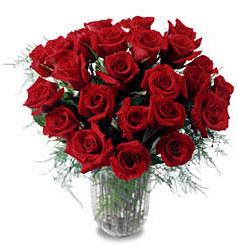Rize 14 şubat sevgililer günü çiçek  11 adet kirmizi gül cam yada mika vazo içerisinde