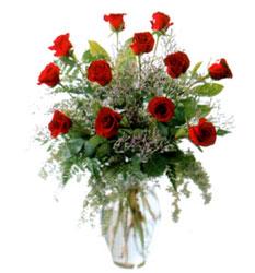 Vazo içerisinde 11 kirmizi gül  Rize çiçek yolla