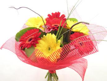 9 adet gerbera çiçeklerinden buket  Rize çiçek servisi , çiçekçi adresleri