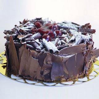 pasta yolla 4 ile 6 kisilik visneli çikolatali yas pasta  Rize online çiçekçi , çiçek siparişi