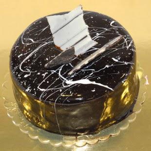 pasta gönder 4 ile 6 kisilik parça çikolatali yaspasta  Rize çiçek gönderme sitemiz güvenlidir