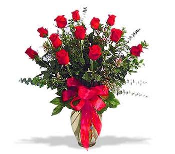 çiçek siparisi 11 adet kirmizi gül cam vazo  Rize çiçek gönderme