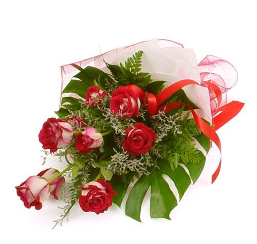 çiçek gönder 7 adet kirmizi gül buketi  Rize internetten çiçek siparişi