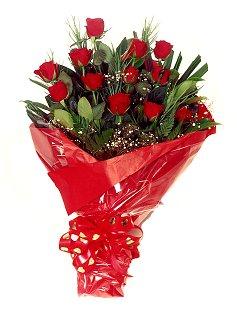 12 adet kirmizi gül buketi  Rize İnternetten çiçek siparişi