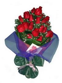 12 adet kirmizi gül buketi  Rize çiçek gönderme
