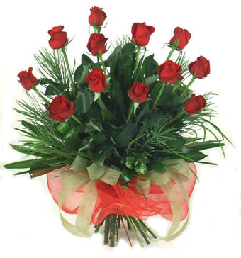 Çiçek yolla 12 adet kirmizi gül buketi  Rize çiçek siparişi vermek