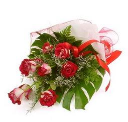 Çiçek gönder 9 adet kirmizi gül buketi  Rize çiçek yolla