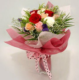Karisik renklerde 11 adet gül buketi  Rize hediye sevgilime hediye çiçek