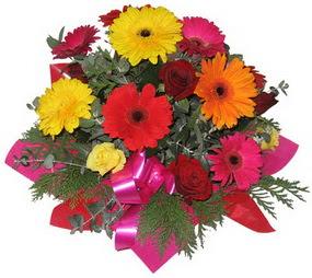 Karisik mevsim çiçeklerinden buket  Rize çiçekçi mağazası