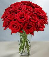 Rize yurtiçi ve yurtdışı çiçek siparişi  cam vazoda 11 kirmizi gül  Rize çiçekçi mağazası