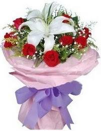 9 adet kirmizi gül 1 adet kazablanka buketi  Rize yurtiçi ve yurtdışı çiçek siparişi