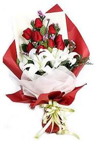 Rize güvenli kaliteli hızlı çiçek  9 adet gül 2 adet kazablanka buketi