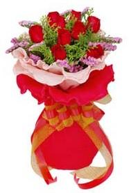 Rize çiçek satışı  8 Adet kirmizi güllerden buket tanzimi
