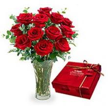 Rize yurtiçi ve yurtdışı çiçek siparişi  10 adet cam yada mika vazoda gül çikolata