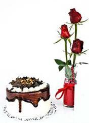 Rize çiçek yolla  vazoda 3 adet kirmizi gül ve yaspasta